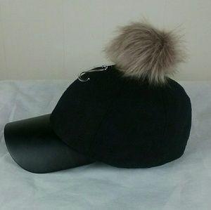 Baseball hat with pom pom. Black.